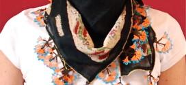 Foulard con fiori di merletto fatti a mano